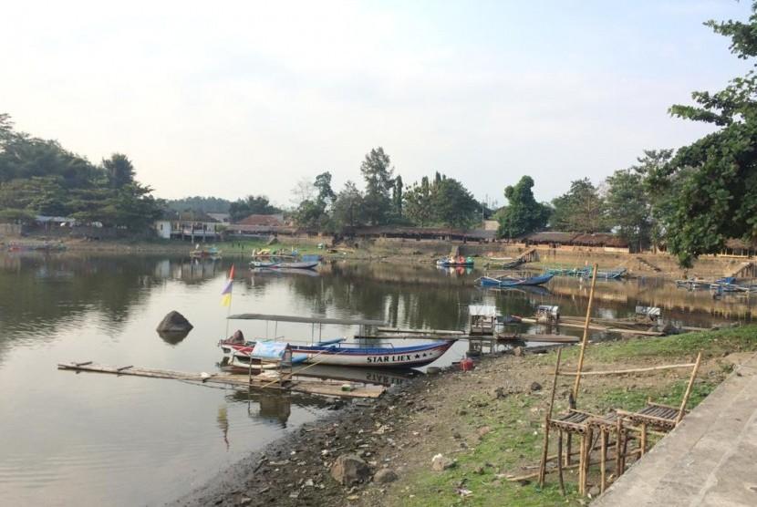 Volume air di Situ Gede Kota Tasikmalaya mengalami penyutan selama musim kemarau, Rabu (3/7).