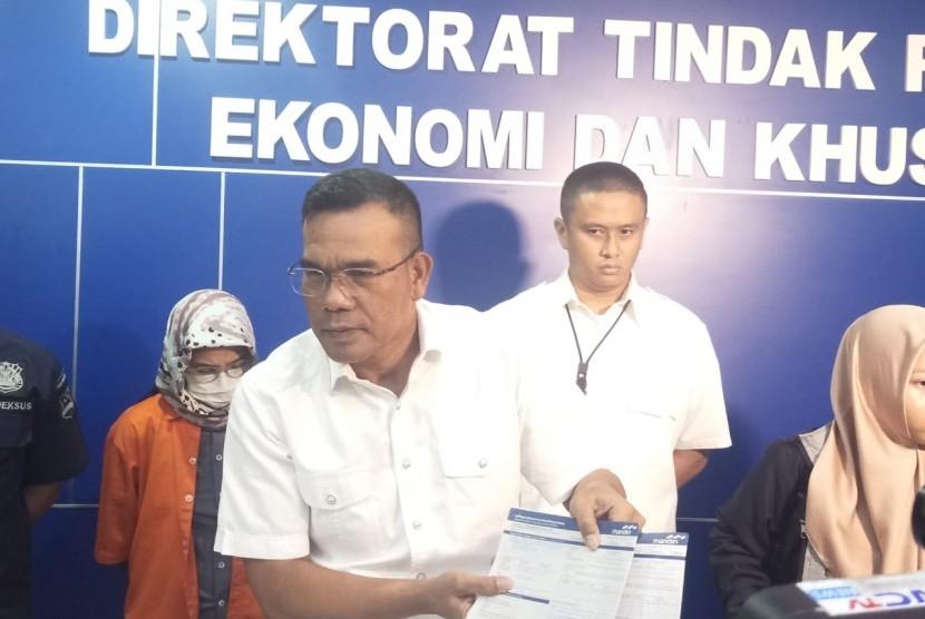 Wadirtipideksus Kombes Daniel Tahi Monang Silitonga menjelaskan kasus penipuan saham dengan nilai kerugian mencapai Rp 55 miliar, Rabu (17/10).