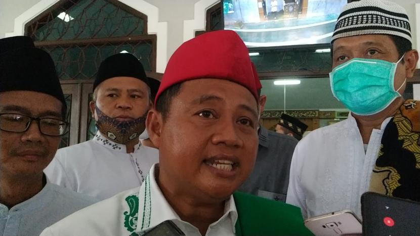 Wagub Jabar Uu Ruzhanul Ulum saat diwawancara di Kota Tasikmalaya, Rabu (14/4).