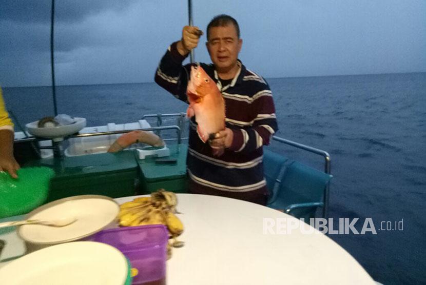 Wagub Sumbar Nasrul Abit meninjau potensi laut Tiku-Agam Sumatera Barat.