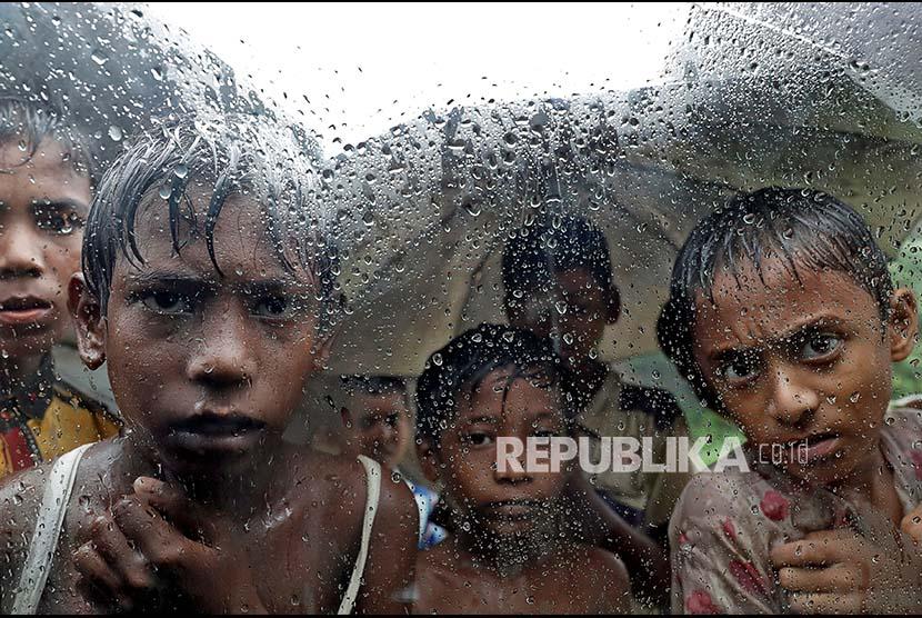 Wajah nak-anak Rohingya di sebuah kamp pengungsi di Cox Bazaar, Bangladesh