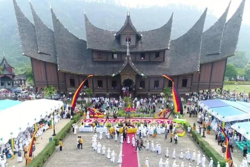 Wakaf 1.000 Hafiz di Istana Pagaruyung, Kabupaten Tanah Datar, Ahad (13/10).