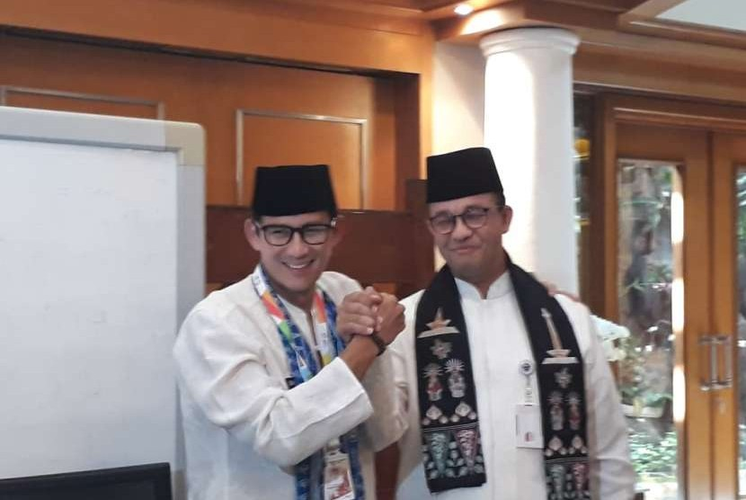 Jakarta deputy governor Sandiaga Salahuddin Uno bids a farewell to Jakarta governor Anies Rasyid Baswedan at City Hall, South Medan Merdeka, Central Jakarta, Friday (Aug 10).