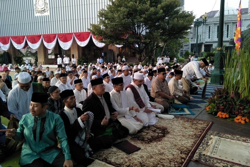 Wakil Gubernur DKI Jakarta, Sandiaga Salahuddin Uno, di Balai Kota DKI Jakarta, akan melaksanakan Shalat Idul Fitri, Jumat (15/6).