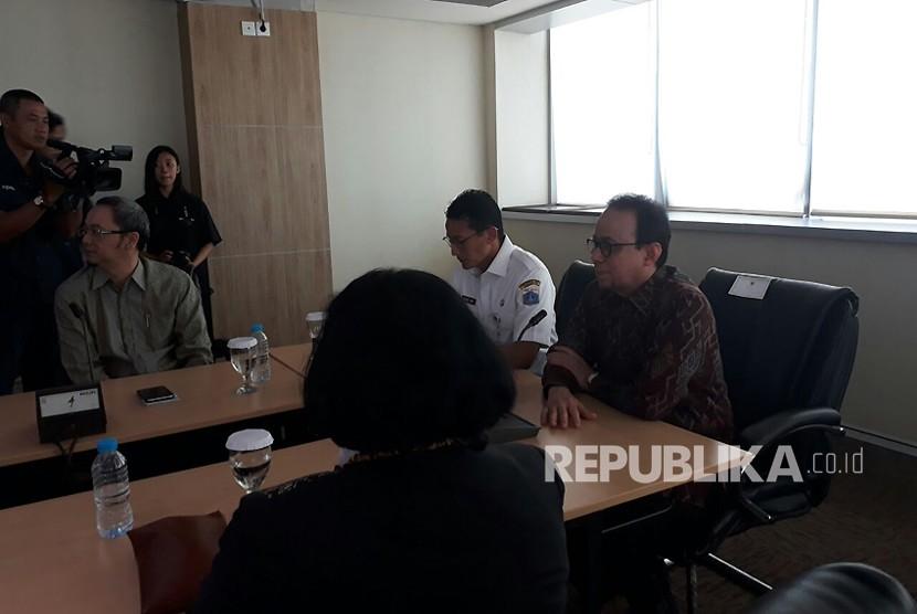 Wakil Gubernur DKI Jakarta Sandiaga Salahuddin Uno membuka Forum Group Discussion bertema Halal Tourism & Halal Industry di Lt 22 Gedung Blok G, Kompleks Balai Kota, Jalan Medan Merdeka Selatan, Jakarta Pusat, Rabu (7/3).
