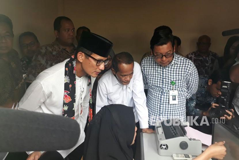 [ilustrasi] Wakil Gubernur DKI Jakarta Sandiaga Uno memantau stok pangan jelang Ramadhan Pasar Induk Kramat Jati, Jakarta Timur, Jumat (4/5).