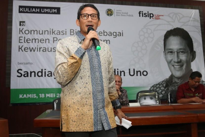 Wakil Gubernur DKI Jakarta terpilih Sandiaga Uno (kiri)