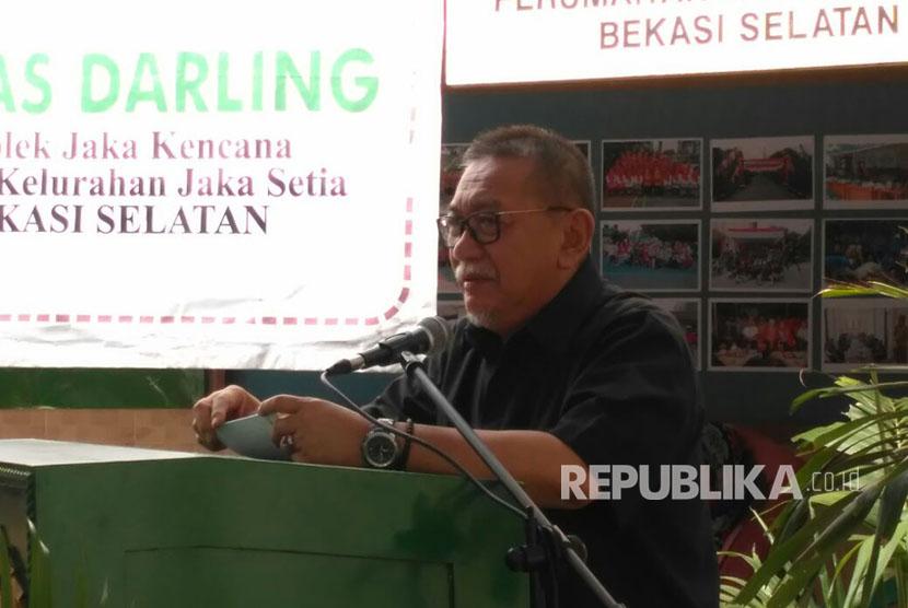 Wakil Gubernur Jawa Barat Deddy Mizwar menyampaikan sambutan acara pembukaan kampanye imunisasi rubella di Posyandu Tunas Cempaka,Jakasetia, Bekasi Selatan, kota Bekasi. Selasa (5/9).