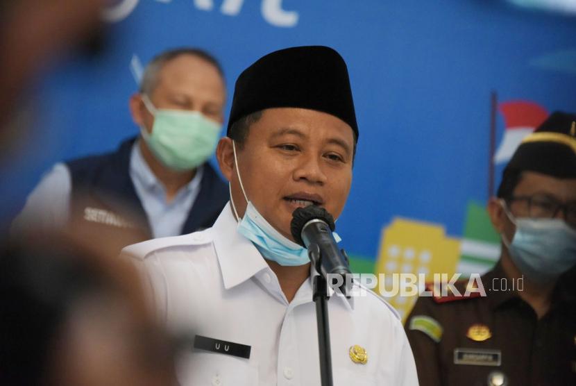 Pemerintah Provinsi Jawa Barat berupaya melakukan vaksinasi COVID-19 pada 80 persen penduduknya yang total sekitar 50 juta orang. Untuk seluruh masyarakat Jawa Barat yang berjumlah 50 juta, minimal atau maksimal 80 persen bisa divaksinasi. (Foto: Wakil Gubernur Jawa Barat Uu Ruzhanul Ulum)