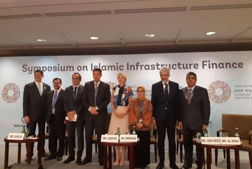 Wakil ketua dewan komisioner OJK Nurhaida pada diskusi Symposium on Islamic Infrastructure Finance dalam Pertemuan Tahunan IMF-WBG, Nusa Dua, Bali, Rabu (10/10).
