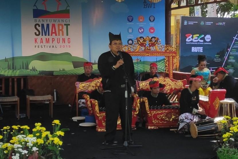 Wakil Ketua Dewan Perwakilan Daerah RI Akhmad Muqowam menjadi tamu kehormatan dalam pembukaan Festival Smart Kampung Banyuwangi yang dilangsungkan di Taman Blambangan, Banyuwangi, Sabtu (27/7).