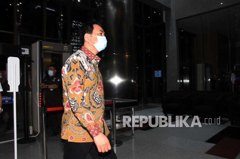Wakil Ketua DPR Aziz Syamsuddin tiba untuk menjalani pemeriksaan di Gedung Merah Putih KPK, Jakarta, Jumat (24/9/2021). Aziz Syamsuddin dijemput paksa penyidik KPK untuk menjalani pemeriksaan pasca ditetapkan sebagai tersangka dalam kasus dugaan suap penanganan perkara di Kabupaten Lampung Tengah.