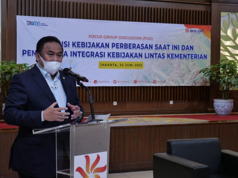 Wakil Ketua DPR RI Bidang Korinbang Rachmat Gobel menyayangkan, sampai saat ini masalah perberasan nasional masih belum bisa diselesaikan secara tuntas.