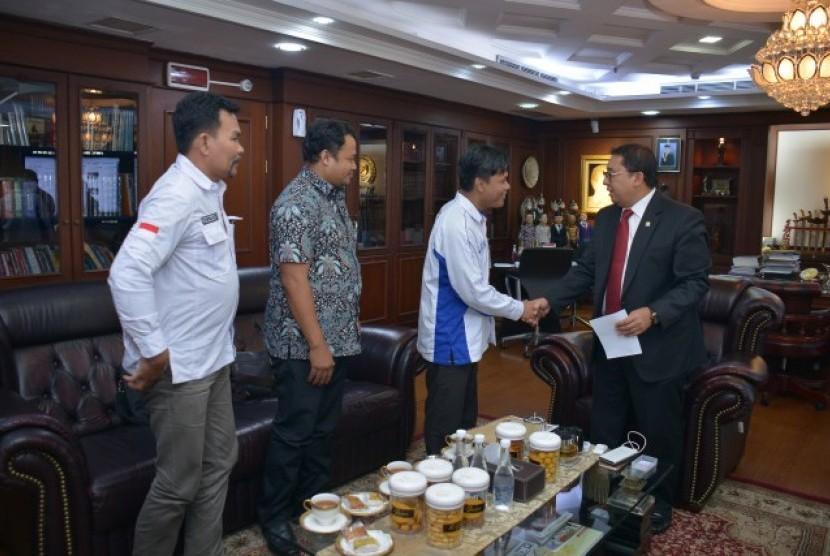 Wakil Ketua DPR RI Fadli Zon saat audiensi Pergerakan Pelaut Indonesia (PPI) di ruang kerjanya di Gedung DPR RI, Senayan Jakarta, Selasa (8/5).