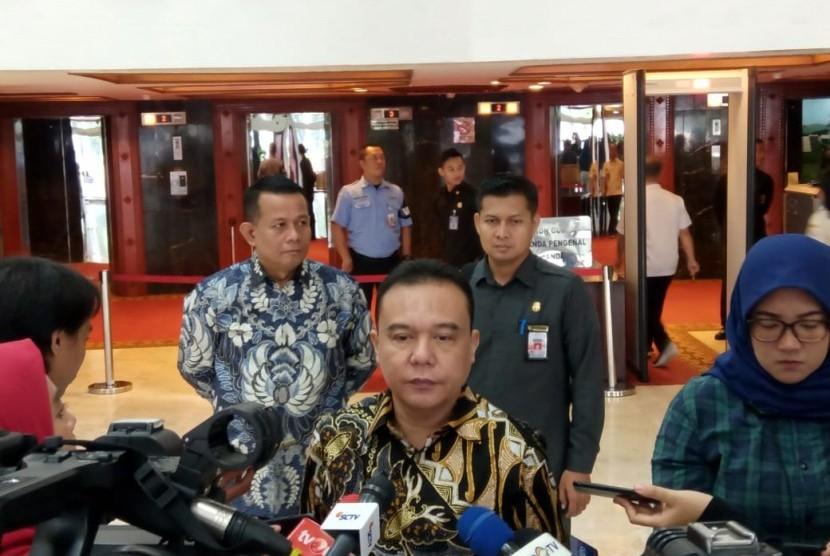 Koordinator Satgas Lawan Covid-19 DPR, Sufmi Dasco Ahmad, juga ingin memastikan, prosedur new normal harus bermanfaat bagi para pekerja.