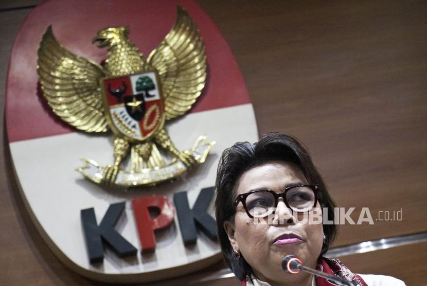 Wakil Ketua Komisi Pemberantasan Korupsi (KPK) Basaria Panjaitan memberikan keterangan kepada wartawan terkait perkembangan kasus di Kabupaten Jepara di gedung KPK, Jakarta, Kamis (6/12/2018).