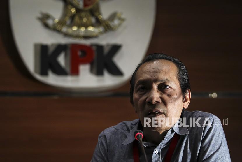 Wakil Ketua Komisi Pemberantasan Korupsi (KPK) Saut Situmorang menyampaikan keterangan pers di gedung KPK, Jakarta, Kamis (14/3/2019).