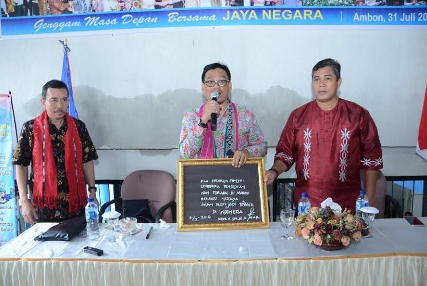 Wakil Ketua Komisi X Abdul Fikri Faqih saat kunjungan kerja ke Maluku.