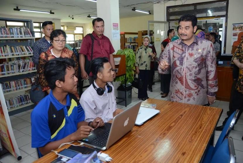 Wakil Ketua Komisi X DPR Sutan Adil Hendra.