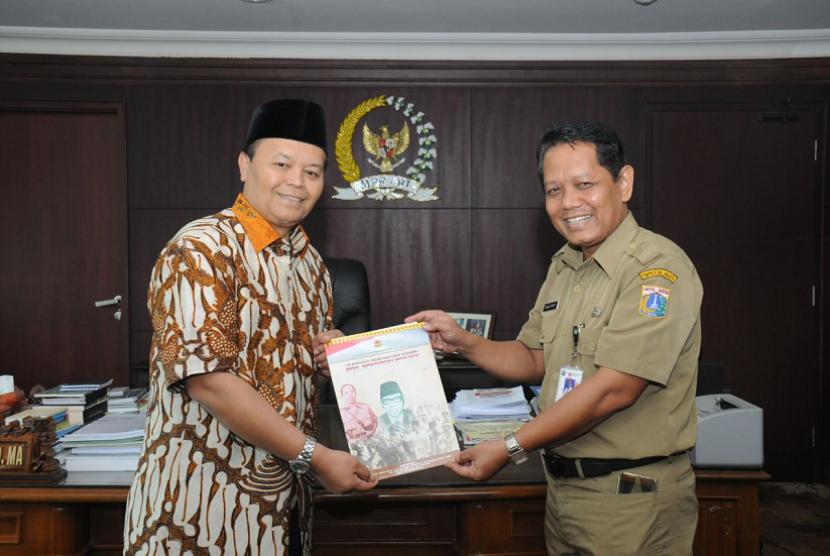 Wakil Ketua Majelis Permusyawaratan Rakyat (MPR) Hidayat Nur Wahid (HNW) mendukung pencalonan  Moeffreni Moe'min sebagai pahlawan nasional.