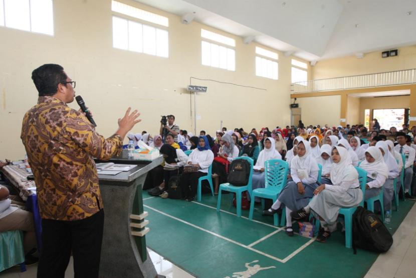 Wakil Ketua Majelis Permusyawaratan Rakyat (MPR) Mahyudin memberi pengantar Sosialisasi Empat Pilar MPR.