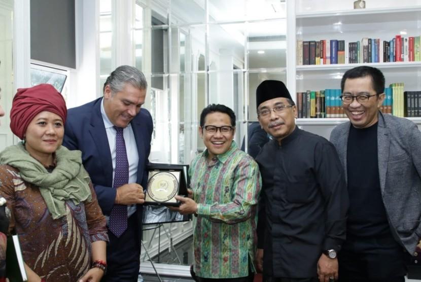 Wakil Ketua MPR Abdul Muhaimin Iskandar menerima kunjungan  Sekretaris Jenderal Centrist Democrat Internasional (CDI) atau Koalisi Internasional partai-partai di seluruh dunia, Cesar Rossello.