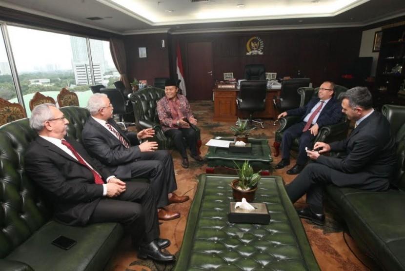 Wakil Ketua MPR Hidayat Nur Wahid melakukan pertemuan dengan delegasi Turki.