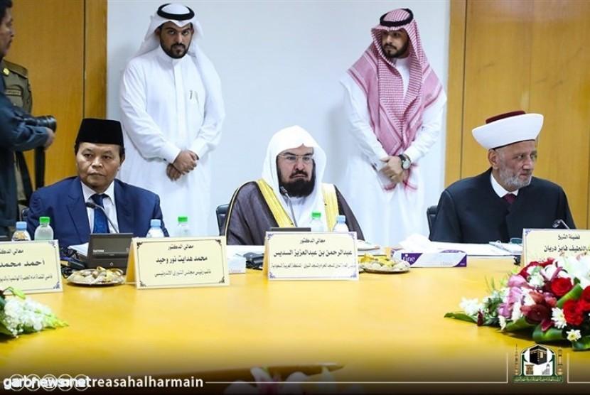 Wakil Ketua MPR Hidayat Nur Wahid mengikuti sidang anggota Majelis Tertinggi Rabithah Al Alam Al Islami (Liga Islam Dunia).