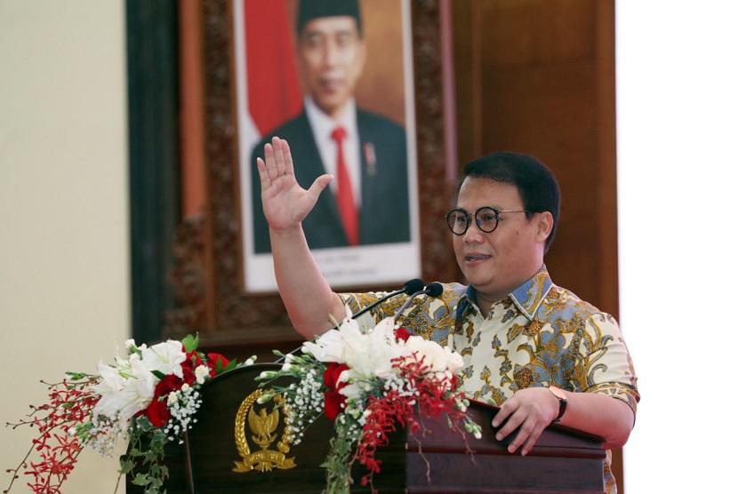 Wakil Ketua MPR RI Ahmad Basarah mendoakan orang yang ingin Megawati berumur pendek mendapat hidayah dan dipanjangkan umurmnya