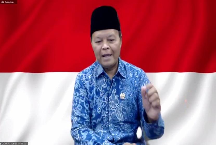 Wakil Ketua MPR-RI Dr. H. M. Hidayat Nur Wahid MA, (HNW) menyebut, sertifikasi penceramah yang hanya diperuntukan bagi umat Islam, merupakan tindakan yang tidak adil dan diskriminatif.