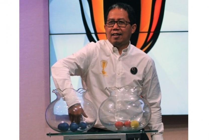 Wakil Ketua PSSI Joko Driyono melakukan undian babak 64 besar Piala Indonesia 2018.