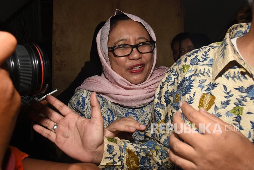 Wakil Ketua Tim Badan Pemenangan Nasional (BPN) pasangan capres cawapres Prabowo Subianto-Sandiaga Uno, Nanik S. Deyang (tengah)