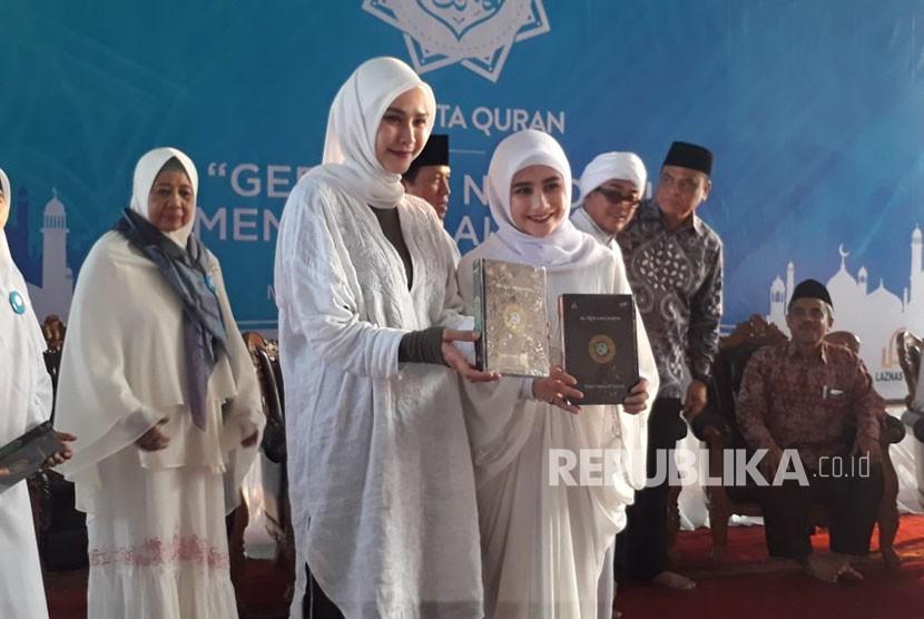 Zaskia Adya Mecca menghadiri acara soft launching Gerakan Nasional Mencintai Alquran (Ku Cinta Alquran) di Masjid Istiqlal, Jakarta Pusat, Senin (4/6).