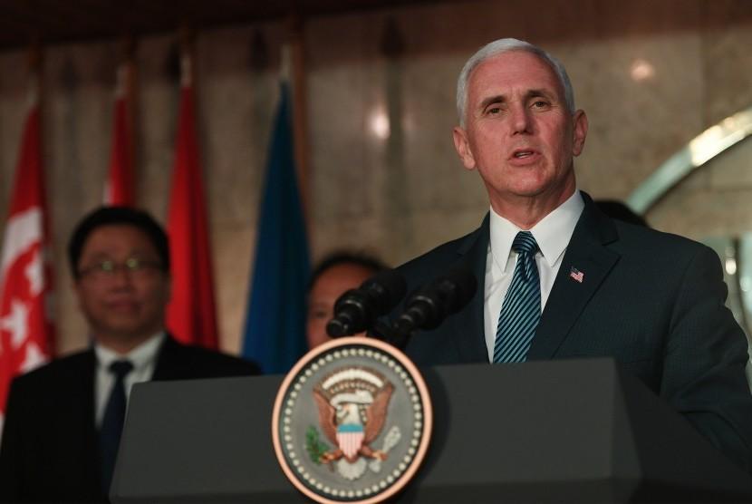 Wakil Presiden Amerika Serikat Michael R Pence memberikan pidatonya usai bertemu para perwakilan negara tetap ASEAN di Kantor Sekretariat ASEAN, Jakarta, Kamis (20/4).