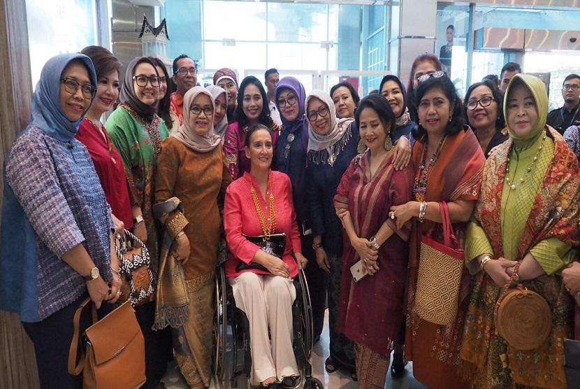 Wakil Presiden Argentina Gabriela Michetti menyempatkan diri mengunjungi Smesco Indonesia di sela-sela kunjungannya ke Indonesia, Jumat (10/5)