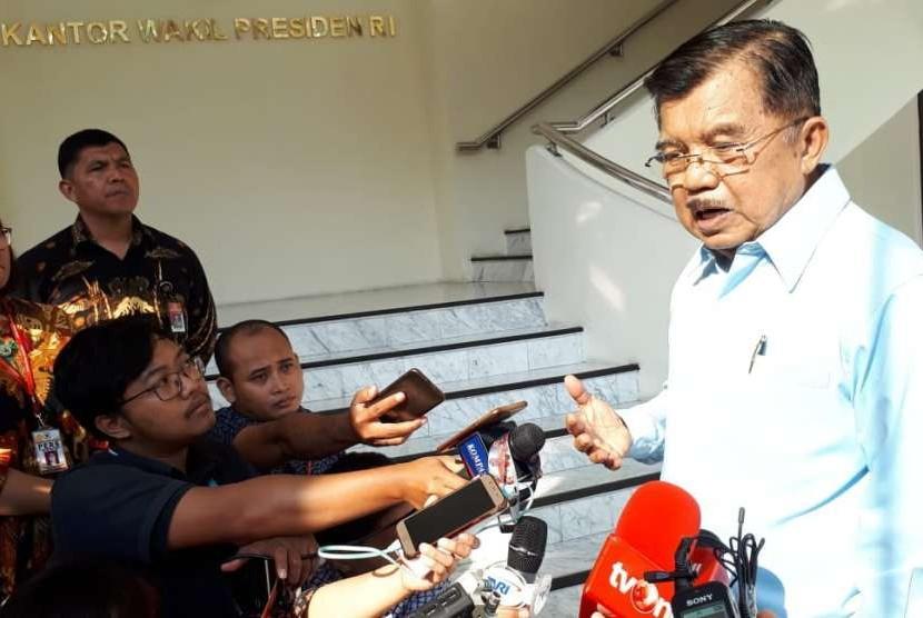 Wakil Presiden HM Jusuf Kalla saat diwawancarai wartawan, Selasa (2/10) di Kantor Wakil Presiden.