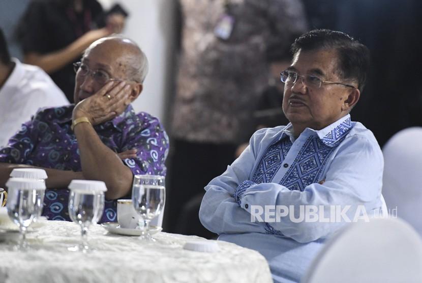 Wakil Presiden Jusuf Kalla (kanan)