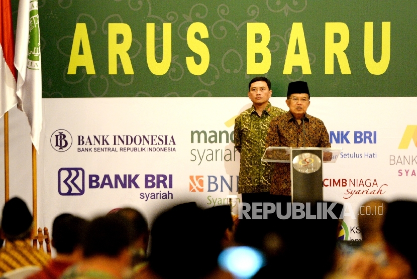 Wakil Presiden Jusuf Kalla memberikan arahan saat penutupan Kongres Ekonomi Umat 2017 di Jakarta, Senin (24/4).