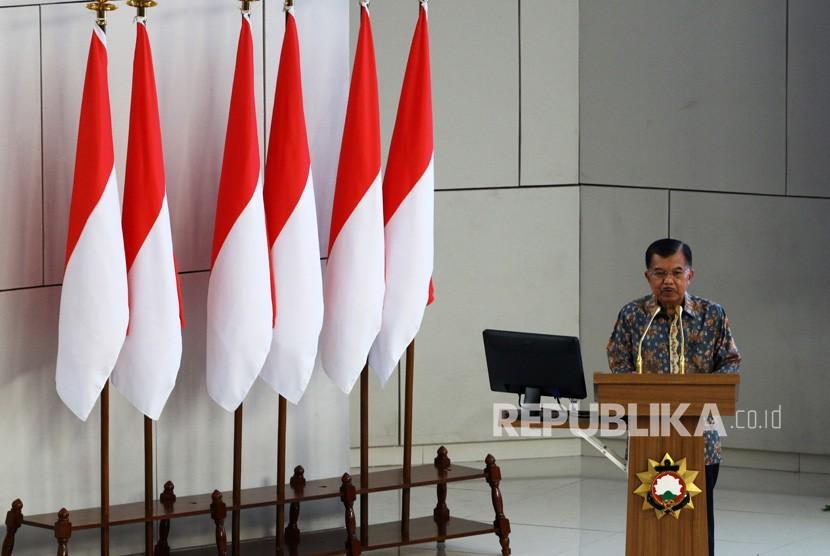 Wakil Presiden Jusuf Kalla memberikan pembekalan dalam Program Kegiatan Bersama Kejuangan di Sekolah Staf dan Komando Angkatan Laut, Jakarta, Rabu (14/8/2019).