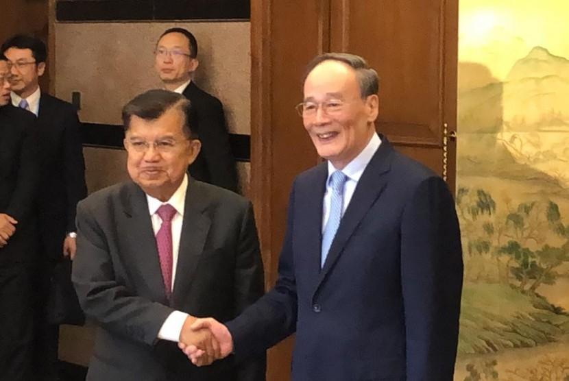 Wakil Presiden Jusuf Kalla mengadakan Pertemuan Bilateral dan Jamuan Santap Siang dengan Wakil Presiden Cina Wang Qishan di Diaoyutai State Guest House,Beijing, Kamis (25/4).
