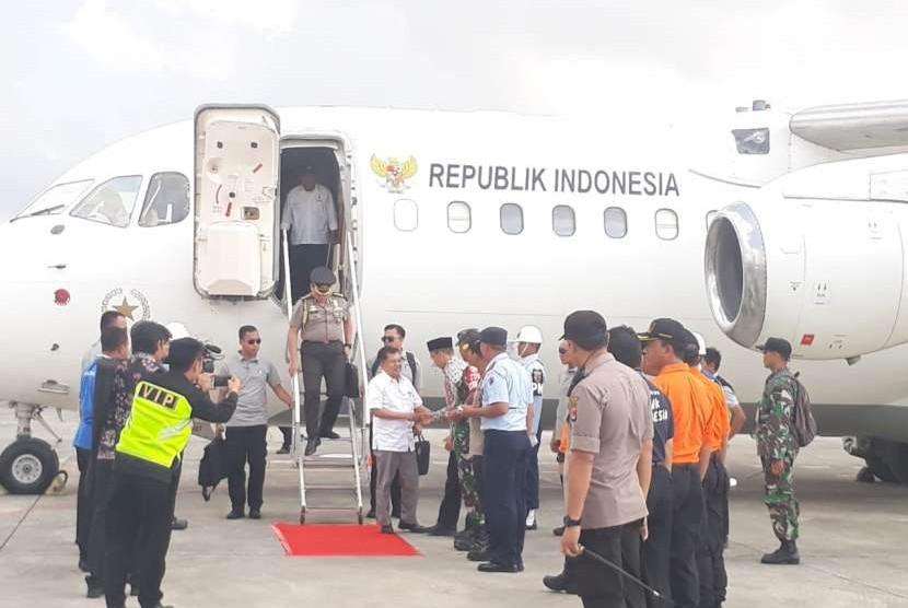 Vice President Jusuf Kallavisits Lombok, West Nusa Tenggara, Tuesday (August 21). JK akan memimpin rapat untuk memastikan rencana rekonstruksi dan rehabilitasi pasca bencana alam di Provinsi NTB dan meninjau dampak gempa Lombok.