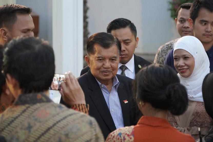 Wakil Presiden Jusuf Kalla menyempatkan buka puasa dengan segenap warga negara Indonesia (WNI) di Wisma Duta Besar RI untuk Qatar di Doha, Qatar, Jumat (17/5) di sela-sela transit kepulangan dari Jenewa, Swiss menuju Indonesia.