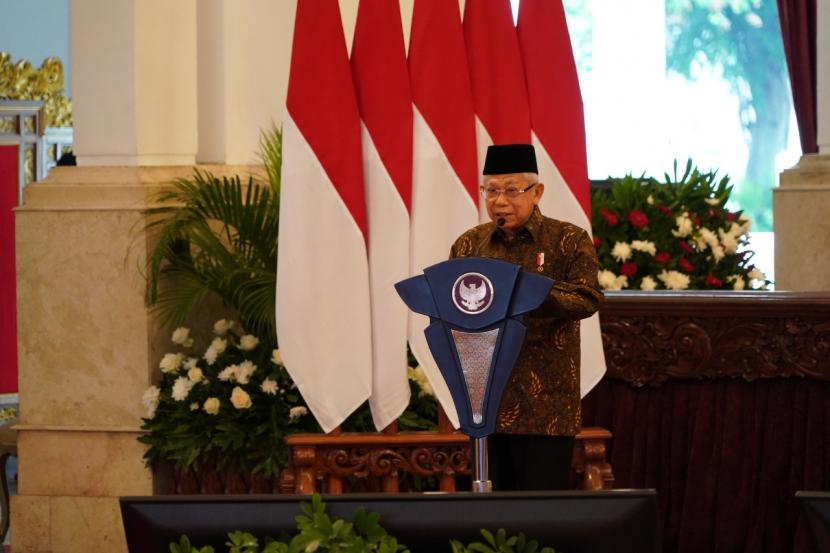 Wakil Presiden Maruf Amin mendampingi Presiden Joko Widodo saat meresmikan peluncuran Gerakan Nasional Wakaf Uang dan Brand Ekonomi Syariah di Istana Negara, Jakarta, Senin (25/1).  KIP/Setwapres