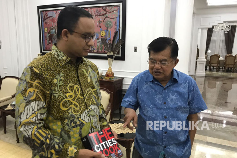 Vice President Jusuf Kalla (right) and Jakarta governor Anies Baswedan.