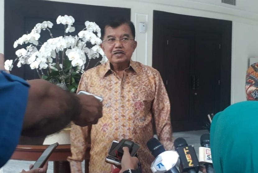 Wakil Presiden RI Jusuf Kalla saat diwawancarai di Kantor Wakil Presiden, Jalan Medan Merdeka Utara, Jakarta, Selasa (26/2).