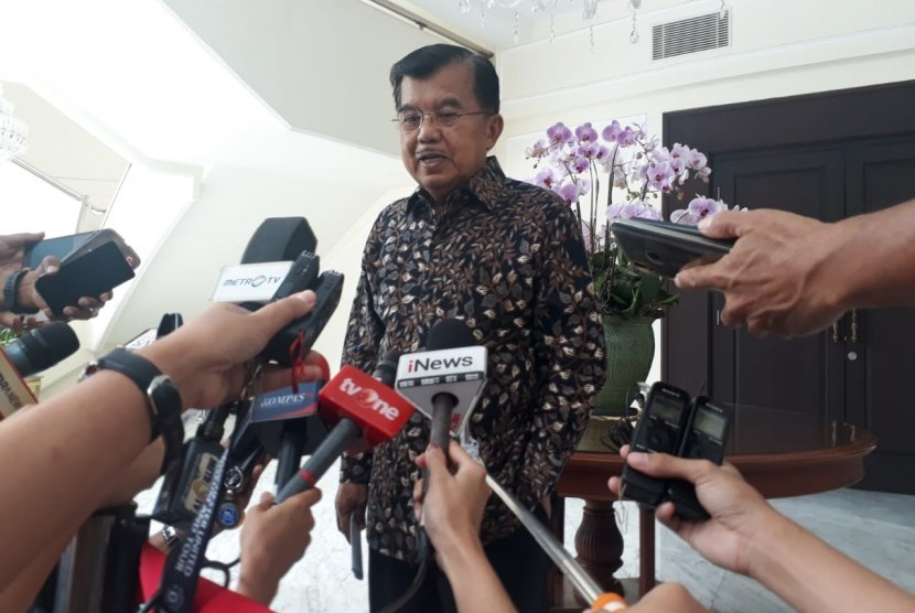 Wakil Presiden RI Jusuf Kalla saat diwawancarai di Kantor Wakil Presiden, Jakarta, Selasa (19/3).