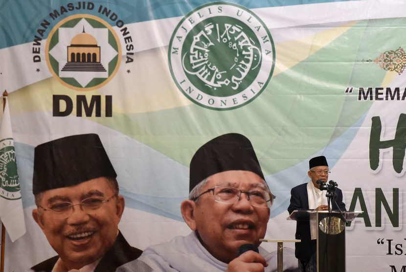 Wakil Presiden terpilih yang juga Ketua Umum Dewan Pimpinan Majelis Ulama Indonesia (MUI) KH Ma'ruf Amin menyampaikan sambutan pada acara Milad Ke-47 Dewan Masjid Indonesia (DMI) di Jakarta, Rabu (17/7/2019).