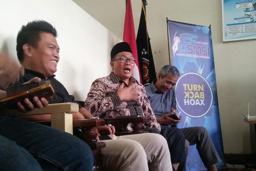 Wakil Wali Kota Bandung H Oded M Danial (tengah)