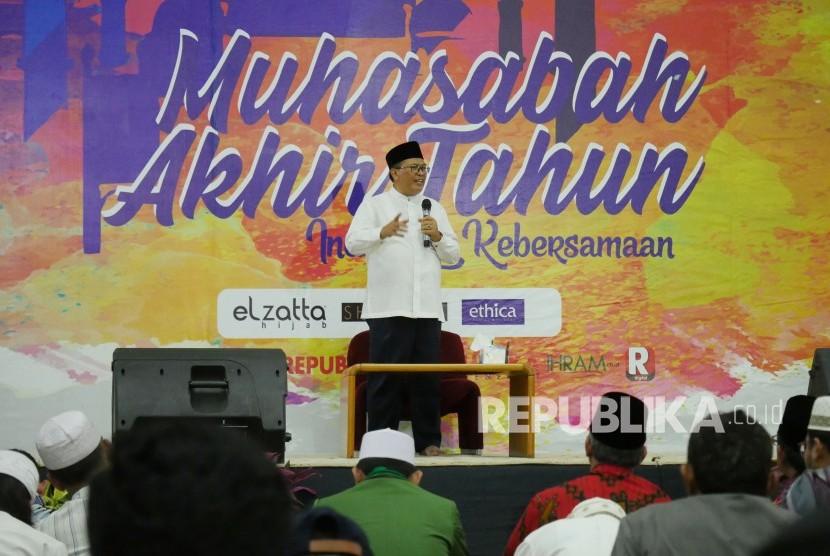 Wali Kota Bandung Oded M Danial menyampaikan sambutan pada acara Muhasabah Akhir Tahun, di Masjid Pusdai, Kota Bandung, Senin (31/12).