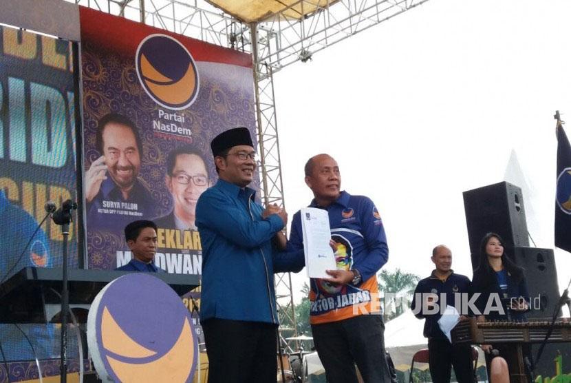Wali Kota Bandung Ridwan Kamil hadir dalam deklarasi pengusungannya sebagai calon Gubernur Jawa Barat oleh Partai Nasdem, Ahad (19/3).